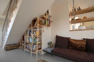 ספריה מעץ ממוחזר